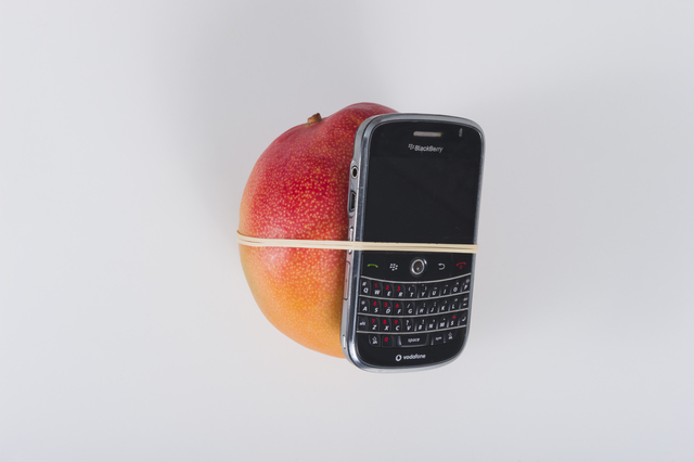 , 'Miren el tamaño de este mango (Look at the size of this mango),' 2011, Lulu