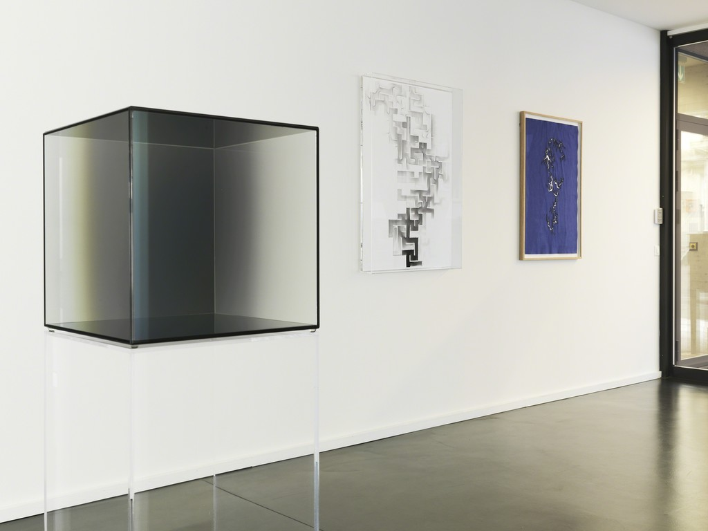 Installation View 1: Larry Bell, Cube Nr. 1, 2008; Troika, Labyrinth #5, 2014; Troika, Path of Least Resistance, #29, 2014