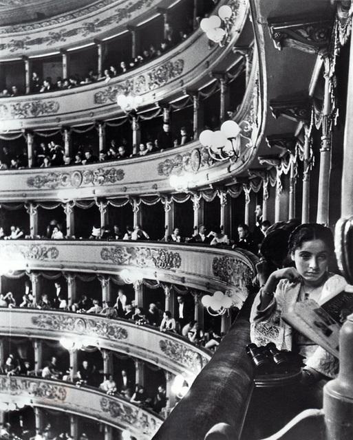 Alfred Eisenstaedt, 'Premiere at la Scala, Milan', Alan Klotz Gallery