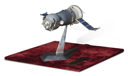 SOYUZ TM-6/TM-5 SPACECRAFT MODEL
