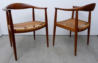 The chairs (pair)