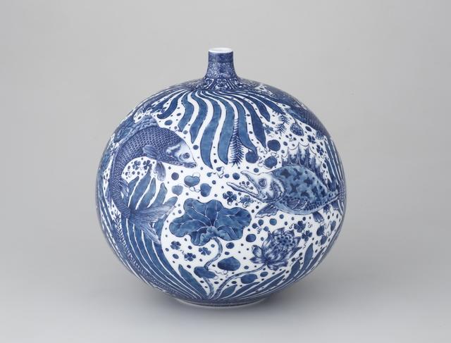 Yuki Hayama, 'Vase with Fish and Aquatic Plants Motif', 2016, Ippodo Gallery
