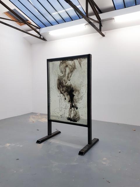 , 'Feu d'artifice, gel de pétrole dégazé, combustion incomplète, verre et structure en métal,' 2018, In Situ - Fabienne Leclerc