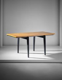 Standard desk'