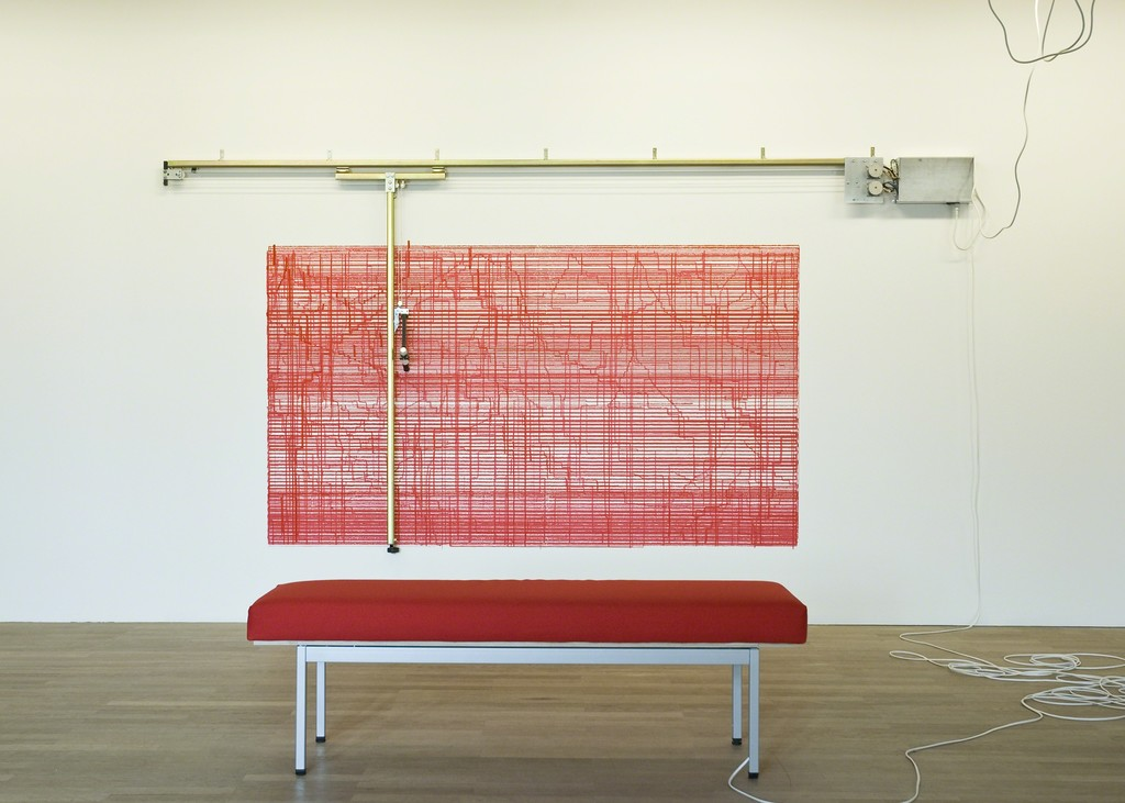 Angela Bulloch, Constructostrato Drawing Machine Red, 2011, Städtische Galerie Wolfsburg, Installation view Time & Line, Städtische Galerie Wolfsburg, 3. April – 18. September 2011, Photo: Carsten Eisfeld