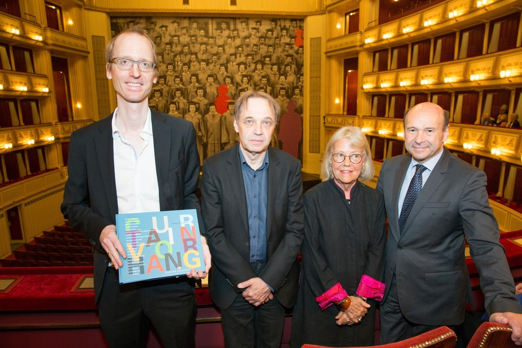 "Press Conference on 18 October 2017 with Kaspar Mühlemann Hartl, Rainer Fuchs, Kathrin Messner and Dominique Meyer, in front of John Baldessari's ""Graduation"", Safety Curtain 2017/2018, Vienna State Opera, museum in progress. Photo: Andreas Scheiblecker, Copyright: museum in progress (www.mip.at)"