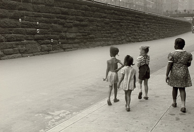 New York (girls with bubbles)