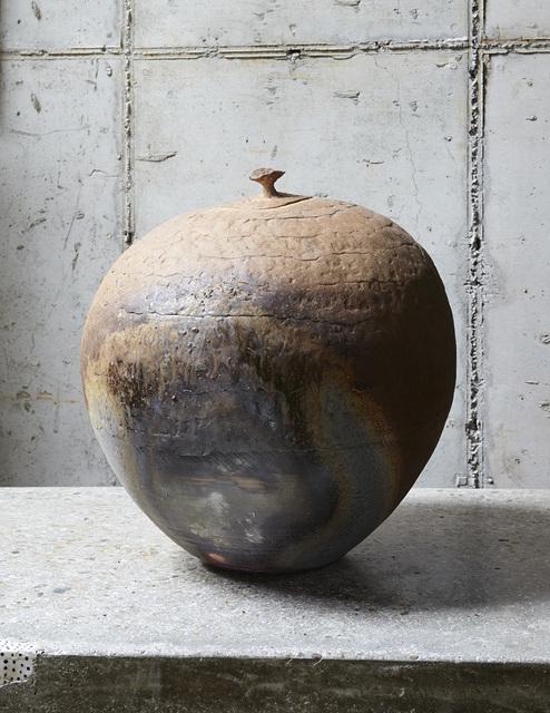 , '뚜껑 있는 항아리,' 2014, Artside Gallery