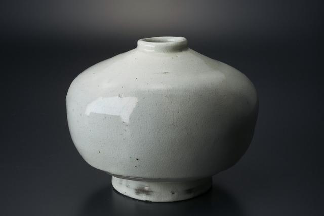 , '粉引扁壷,' 2013, Tomio Koyama Gallery