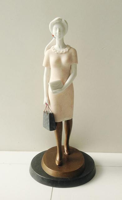 , '쇼핑하는 여인,' 2013, Gallery Imazoo