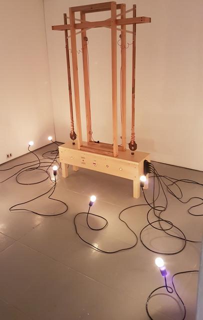 , 'Experimento de Quase Curto (Experiment of Nearly Short - Circuit),' 2018, Baró Galeria