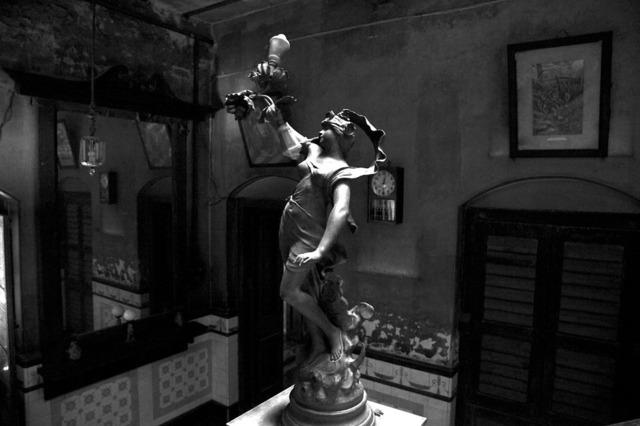, ''Venus', Raj Bari staircase lamp, Calcutta,' 2011, Sundaram Tagore Gallery