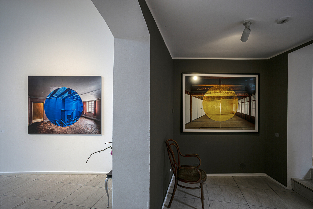 Installation shot of the 2020 exhibition »UTOPIA« by Georges Rousse