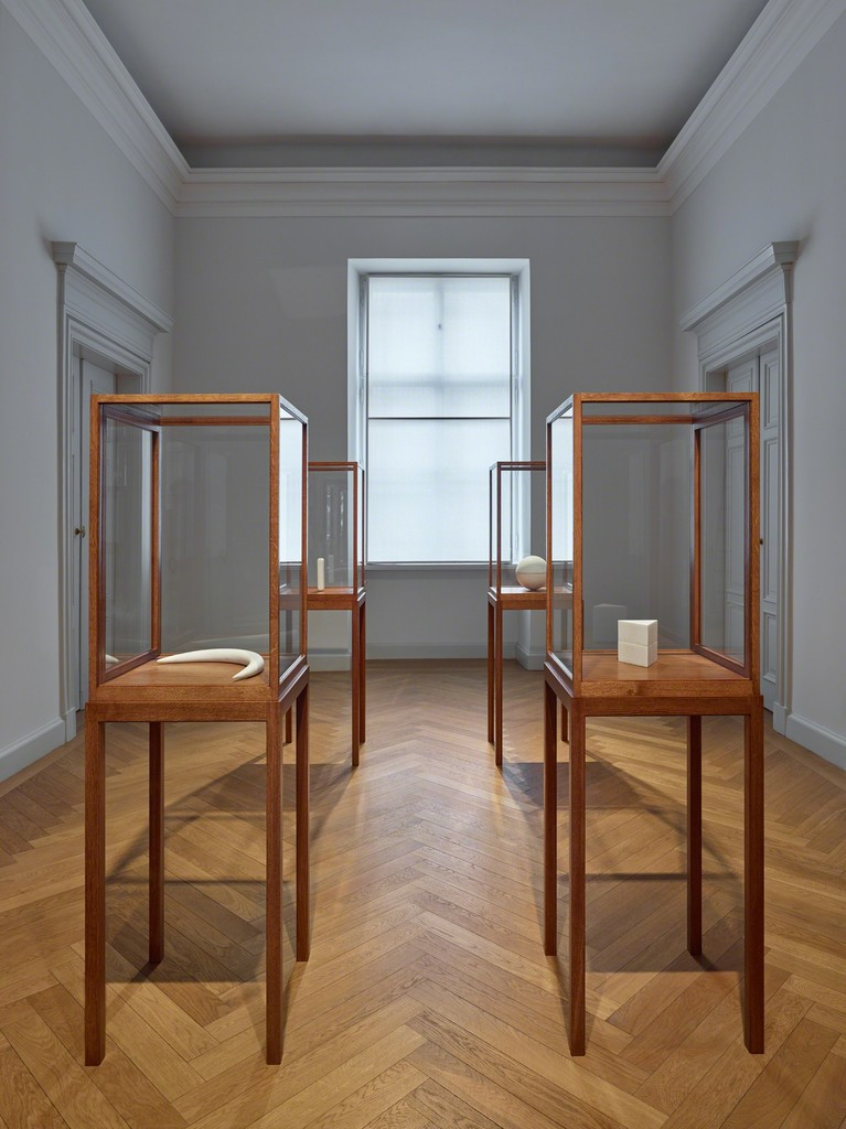 Exhibition view: James Lee Byars, The Palace of Perfect, KEWENIG, Berlin (16 February–13 April 2019). Courtesy KEWENIG, Berlin. Copyright: The Estate of James Lee Byars. Photo: Stefan Müller.
