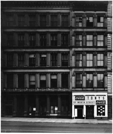 Elliott Erwitt, 'New York City (Tony's restaurant)', 1969, PDNB Gallery