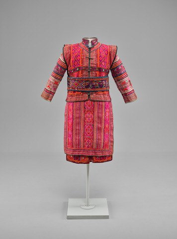 Woman's Jacket, Skirt, Apron, Belt, and Purse, China, Yunnan Province, Honghe Hani and Yi Autonomous Prefecture, Yi, 20th century. Hemp and cotton with silk embroidery. Yale University Art Gallery, Ann B. Goodman Collection, Gift of Ann B. Goodman.