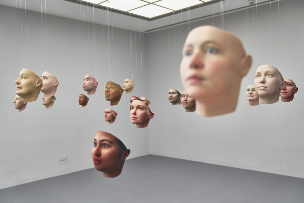 Heather Dewey-Hagborg & Chelsea E. Manning, Probably Chelsea, 2017 Installation view Frankfurter Kunstverein, 2018, Photo: N. Miguletz, © Frankfurter Kunstverein, Courtesy of the artist and Fridman Gallery