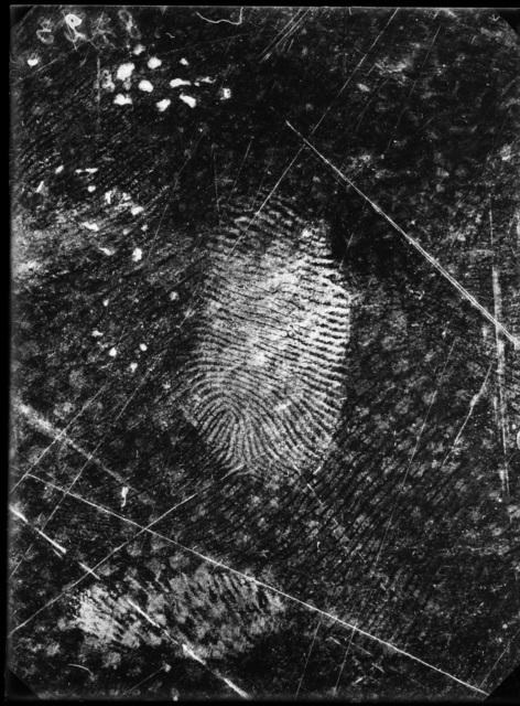 , 'Empreintes digitales relevées sur une toile cirée, 25 novembre 1915, Grand-Chêne, Lausanne, Vaud. ,' 1915, LE BAL