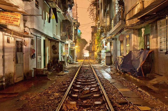 , 'Hanoi 18h/6h 33,' 2012, Art Vietnam Gallery