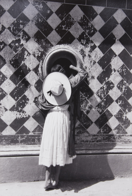 Manuel Álvarez Bravo, 'La Hija de los Danzantes (The Daughter of the Dancers)', 1933, Huxley-Parlour
