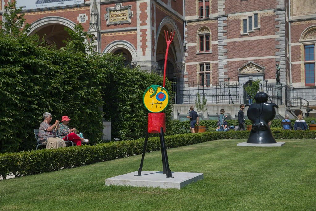 "Installation view of ""Miró in the Rijksmuseum Gardens"" at Rijksmuseum, Amsterdam (2015)"
