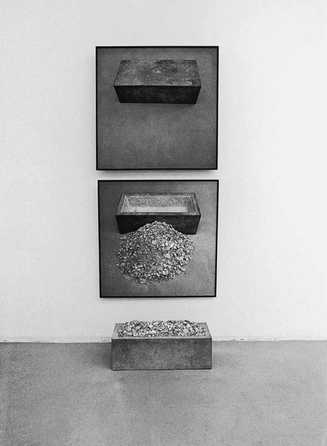 , 'Trog, sich selbst beinhaltend (Trough, containing itself),' 1969, Wentrup