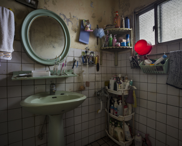 Yu-Hsiu HUANG, 'Hoarders - 10 囤積者 - 10', 2018, Photography, 藝術微噴 archival pigment print, Der-Horng Art Gallery
