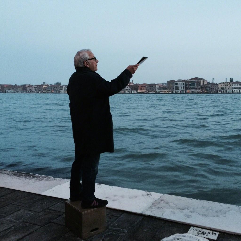 Saâdane Afif. The Laguna's Tribute (A Corner Speaker in Venice), 2015 © Fondation Galeries Lafayette