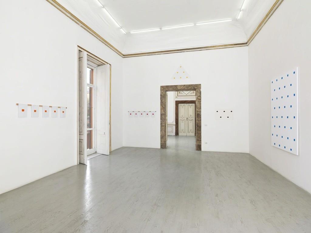 Niele Toroni - partial view of the exhibition - March 2015 - Galleria Alfonso Artiaco, Napoli
