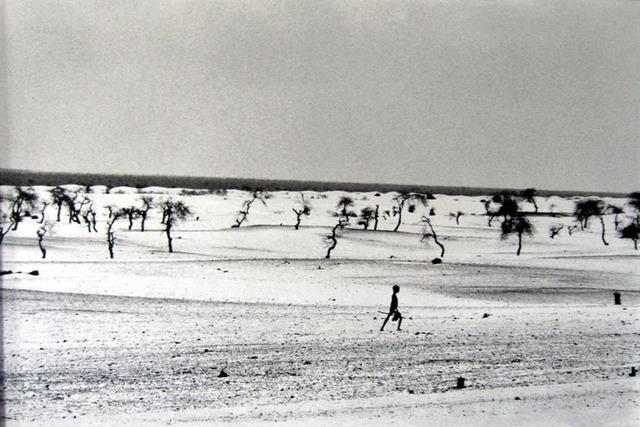 Sebastião Salgado, 'This used to be the Large Lake Faguibine [Boy/Dry Lake]', 1985, Sundaram Tagore Gallery