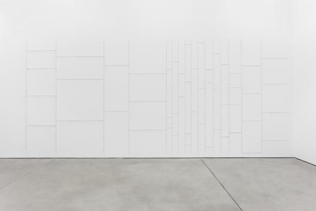 Marcelo Cidade, 'Expansão por Subtração (Le Corbusier)   Expansion by Subtraction (Le Corbusier)', 2018, Installation, Glass shards mounted on wall, Galeria BRUNO MÚRIAS