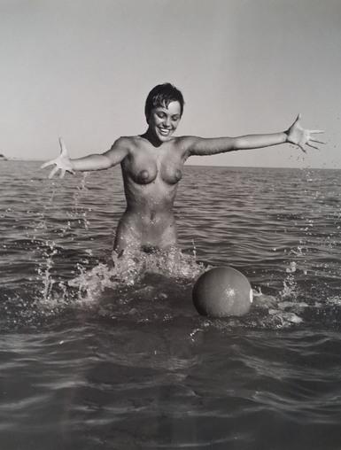 André de Dienes, 'Nu avec ballon', 1960, Kunzt Gallery