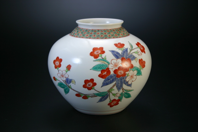 , 'Nigoshide white vase  with cherry blossom patterns,' 2012, Onishi Gallery