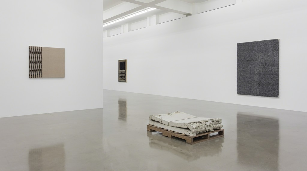 Analia Saban, Installation view, 'Folds and Faults', Sprüth Magers, Los Angeles, June 28 - August 19, 2017 © Analia Saban, Courtesy Sprüth Magers, Photography by Brian Forrest