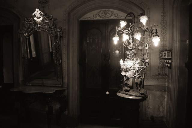 Prabir Purkayastha, ''The Drawing Room Lamp', Colonial mansion grandeur, Calcutta,' 2011, Sundaram Tagore Gallery