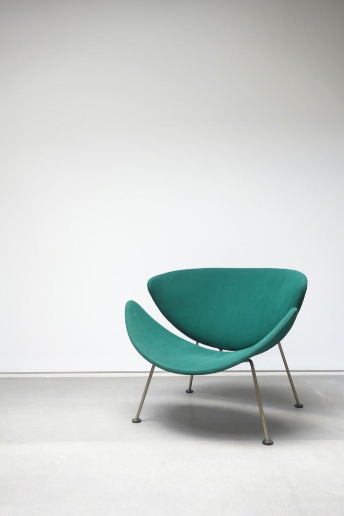 F437 armchair