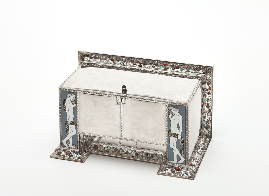 Koloman Moser, Ornamental Box, 1906 Execution: Wiener Werkstätte (Adolf Erbich, Eugen Pflaumer, Karl Ponocny, Therese Trethan) © MAK/Georg Mayer