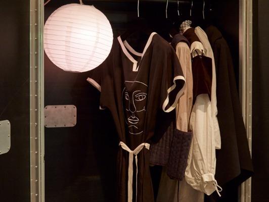 ", 'Corin Sworn, ""Silent Sticks"", exhibition view at Whitechapel Gallery. Courtesy Whitechapel Gallery, Ph. Stephen White,' 2015, Collezione Maramotti"