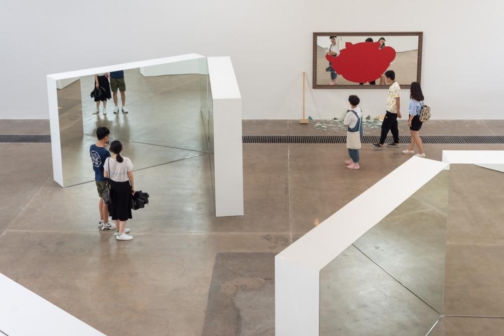 Michelangelo Pistoletto, OLTRE LO SPECCHIO, exhibition view GALLERIA CONTINUA, Beijing. Ph Oak Taylor Smith