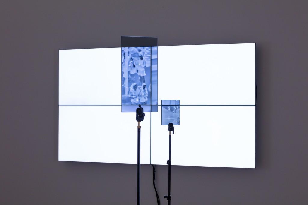 Emmanuel Van der Auwera, VideoSculpture XX (World's 6th Sense), installation view, 2019