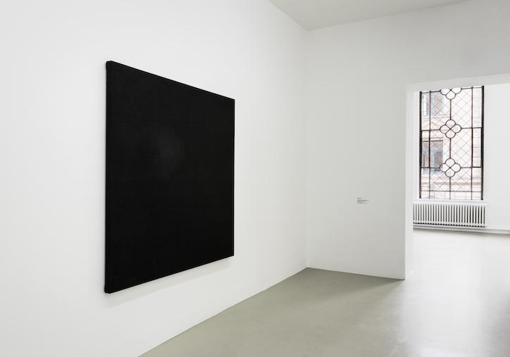 Willem de Rooij installation view at Kunstverein Hannover, 2017 photo: Raimund Zakowski Courtesy of the artist, Galerie Buchholz,Berlin/Cologne/NewYork