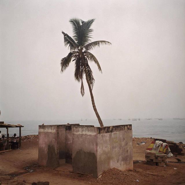 Denis Dailleux, 'Douche à Biriwa, Ghana', 2016, Photography, C-Print, mounted, framed, Galerie Peter Sillem