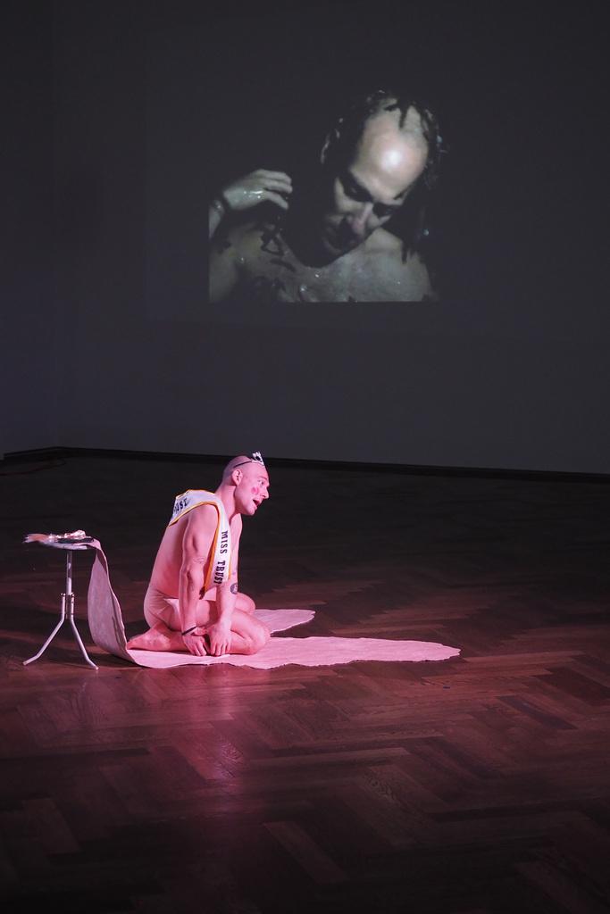 """Balz Isler, """"untold but seen,"""" 2018, """"New Swiss Performance Now,"""" Kunsthalle Basel, 2018. Photo: Kunsthalle Basel"""