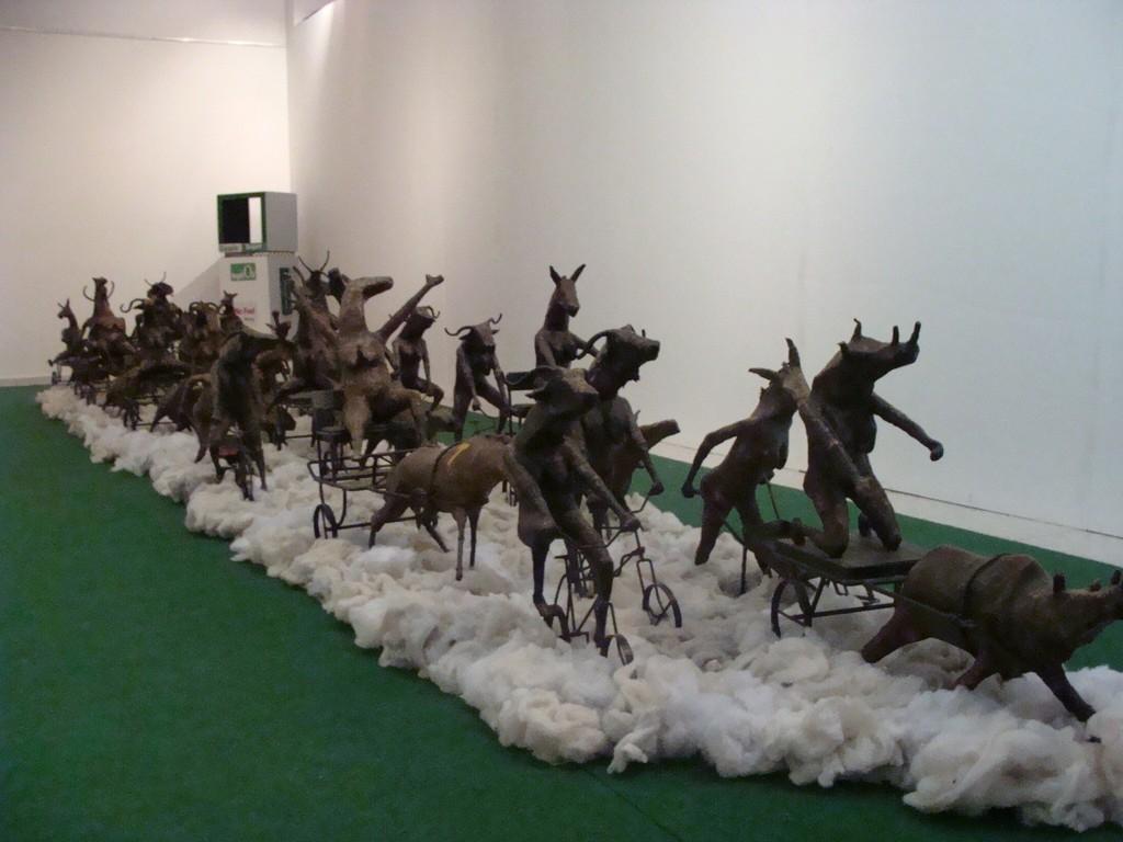 Mamady SEYDI: Installation, Biennale Dak'Art 2012,  « Celui qui ne sait pas où il va, doit retourner d'où il vient? » « (The one that does not know where he goes, must return where he comes from?) »