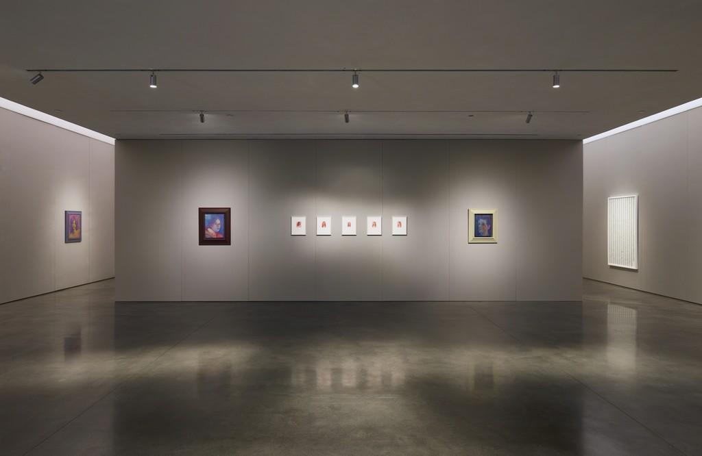 Installation view Photography: Laura Wilson © Steven Shearer. Courtesy of the artist, Galerie Eva Presenhuber, Zurich, and Gavin Brown's enterprise, New York.