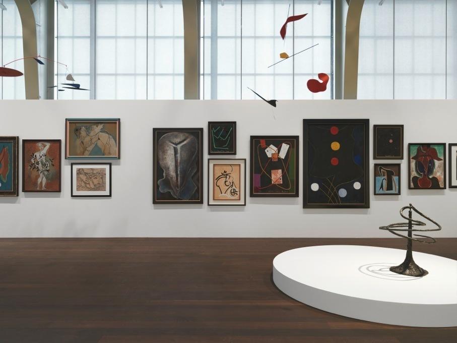 Installation photograph, Transparence: Calder / Picabia