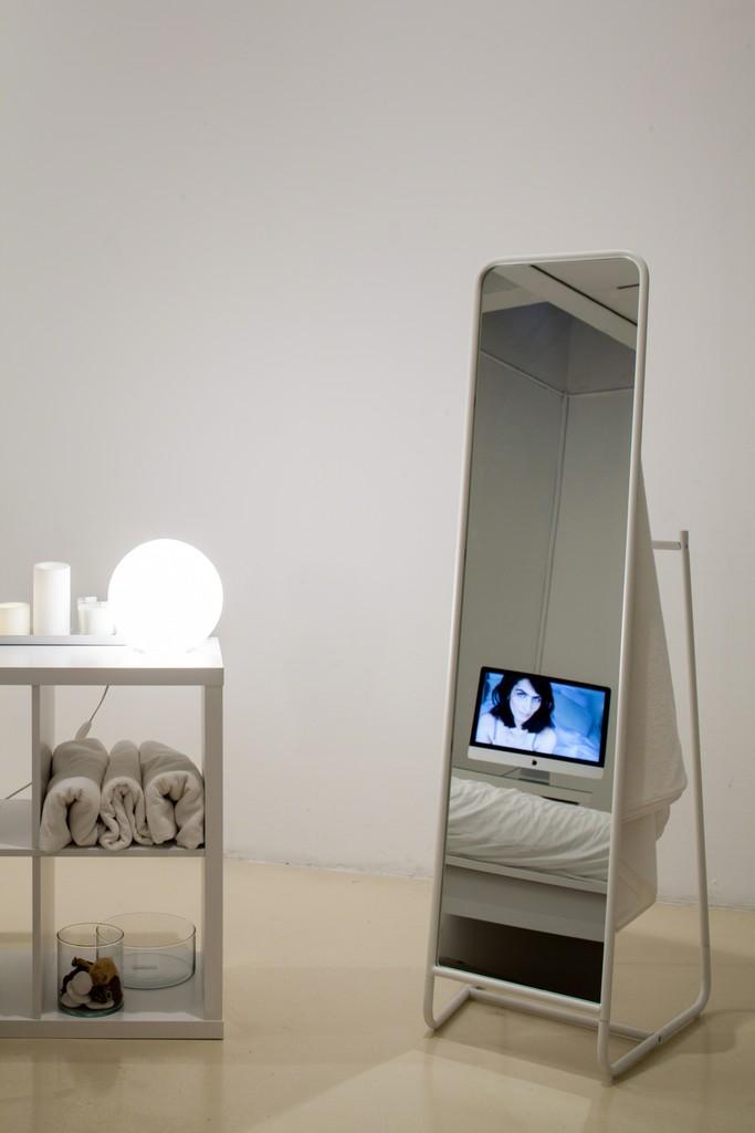 Talialink.com, 2015 Video installation, Photo: Tal Nisim