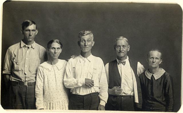 , 'Joe and Fanny Carr, Mose Harmon, and Bill and Julia Harlan,' ca. 1930, Foam Fotografiemuseum Amsterdam