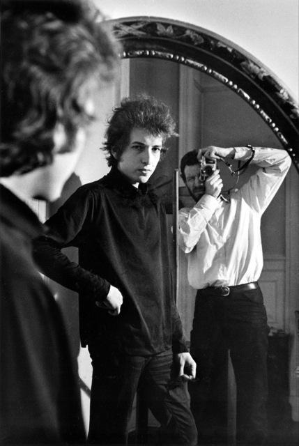, 'Bob Dylan and Daniel Kramer in Mirror, NYC,' 1965, TASCHEN