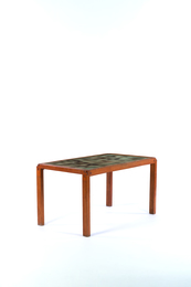 T18 table in enamelled lava and elm